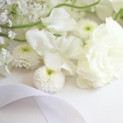 キリスト教式の献花と聖歌のマナーについて