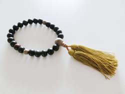 仏式葬儀での数珠の種類と扱い方について
