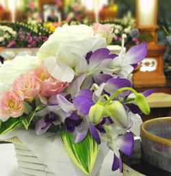 白木祭壇と生花祭壇の需要は同じ