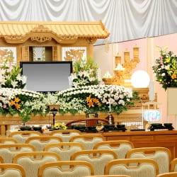 一般的な仏式のお葬式は、白木祭壇を使用します