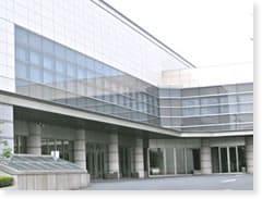 桐ヶ谷斎場への交通アクセスをご案内します