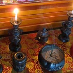 灯された蝋燭